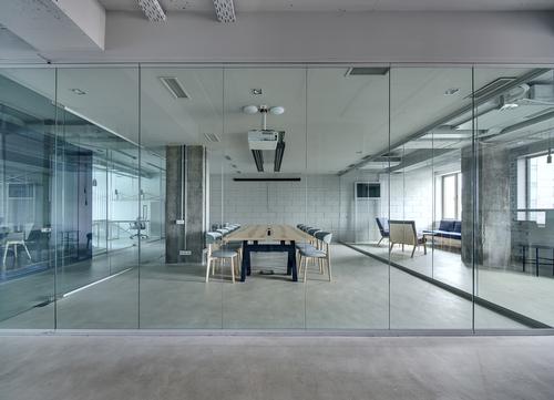 Arredo in vetro per privati e uffici negozi for Stock arredo ufficio